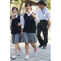 制服女子校生達の修学旅行風景 File036