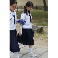 制服女子校生達の修学旅行風景 File039