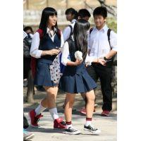 制服女子校生達の修学旅行風景 File020