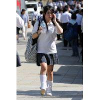制服女子校生達の修学旅行風景 File028