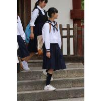 制服女子校生達の修学旅行風景 File023