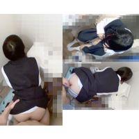 登校拒否の妹 トイレでバックからズコズコ+前から入れたら痛がった 2本