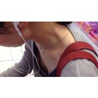 【HD】胸チラ動画018