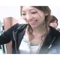 【HD】可愛いショップ店員・追っかけ乳首チラ-97