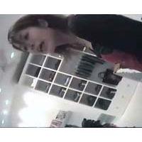 【HD】可愛いショップ店員・追っかけパンチラ-95