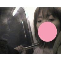 電車でマジ痴漢14 美人お姉さんの太ももにチ○ポこすりつけ