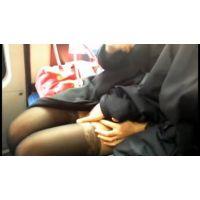 バスでモデル系美人OLに痴漢して手コキさせる(動画)