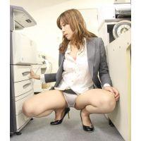 もしも…女子社員の尻とか股ぐらとかスカートの中に潜入して覗けたなら [さおりクン]