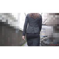 【FHD 60i】スーツのお尻13(チャコールグレースカートスーツ ‐相武紗季似のキレイ目OLさんのパツパツタイトスカー