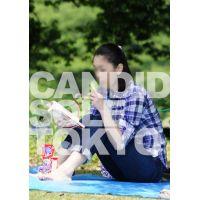 SALE SALE ポテチを足で挟んで読書するアラフォーOL