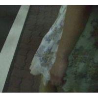 四つん這いでパンツを魅せびらかす 嫁さんのパンツ(私服編その5b)