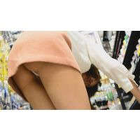 ふわもこミニスカートパンチラ あったかスカートの中身は激エロTバックでお尻見えまくり&触りまくり!! Part1