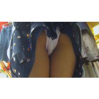 街歩き美女パンチラ痴漢 おしゃれ商店街でショッピング中の美女を追跡パンチラ盗撮&スカートめくってパンツまる見え!! Part1