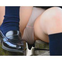 放課後女子校生パンチラ 駅ホームのベンチに座ってシミ付きパンツがモロ見え!! Part2