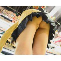 女子校生街中パンチラ 超ミニスカートの下は激エロTバック!!&スカートめくってお尻まる出し!! Part1