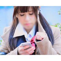 制服美少女の座りパンチラ A○B48前田○子似のロリキュートJKがパンツまる見え!!