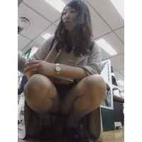 【フルHD】靴カメ君が行くPart352【無防備にしゃがむパンストお姉さん編】