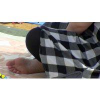 【運動会裸足ママ11】 美しい足裏はどんなに日差しが強くても丸出しなんですね。