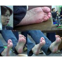 【若ママの足55】 一瞬の隙で日常から切り撮る主婦の足裏に興奮する人は正常です!!