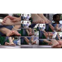 【若ママの足65】 旦那の前で足浮気する美形な奥さんの足をおいしく頂く!!