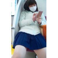 2016_028,警戒心なさすぎ!めっちゃ可愛い女子○生は、脚をぱっくり!!もちろんパンツ丸見えです!!