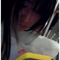 122,可愛い!真っ白ワンピの女子○生のおパンツは白で花柄でした!?