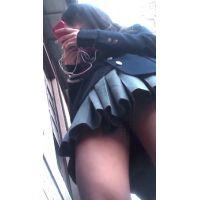 駅前で友達を待ってる美脚で可愛い女子○生を観察して来ました!