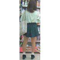 【新カメHD動画】カワイイ娘の生パンツ逆さ撮りNo39(顔あり)