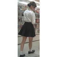 【新カメHD動画】カワイイ娘の生パンツ逆さ撮りNo28(顔あり)