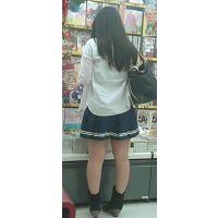【新カメHD動画】カワイイ娘の生パンツ逆さ撮りNo13(顔あり)