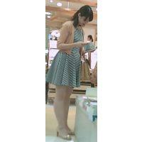 【新カメHD動画】カワイイ娘のスト越しパンツ逆さ撮りNo9(顔あり)