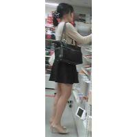 【新カメHD動画】カワイイ娘のスト越しパンツ逆さ撮りNo11(顔あり)
