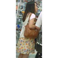 【新カメHD動画】カワイイ娘の生パンツ逆さ撮りNo34(顔あり)