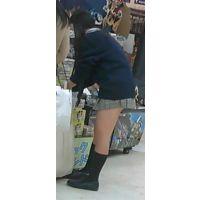 【新カメHD動画】制服娘の白いパンツ逆さ撮りNo7(顔あり)