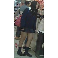 【新カメHD動画】制服娘の白いパンツ逆さ撮りNo6(顔あり)