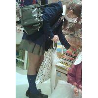 【新カメHD動画】制服娘の白いパンツ逆さ撮りNo12(顔あり)