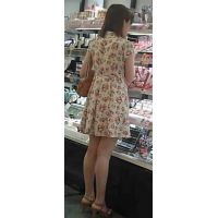 【新カメHD動画】カワイイ娘の生パンツ逆さ撮りNo6(顔あり)