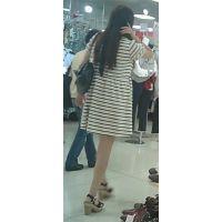 【新カメHD動画】カワイイ娘の生パンツ逆さ撮りNo26(顔あり)