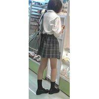 【新カメHD動画】制服娘の白いパンツ逆さ撮りNo4(顔あり)