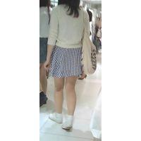 【新カメHD動画】カワイイ娘のスト越しパンツ逆さ撮りNo5(顔あり)