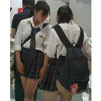 【新カメHD動画】制服娘逆さ撮りNo30(顔あり)