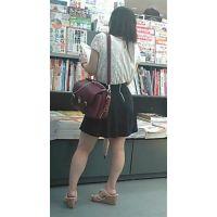 【新カメHD動画】カワイイ娘の生パンツ逆さ撮りNo19(顔あり)