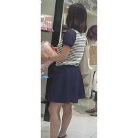 【新カメHD動画】カワイイ娘の生パンツ逆さ撮りNo24(顔あり)