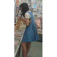 【新カメHD動画】カワイイ娘の生パンツ逆さ撮りNo11(顔あり)