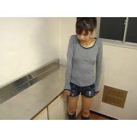 【悪戯】万引き娘を強制身体検査 06