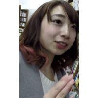 【逆さHERO】クリの形?おしっこパンティ!美人可愛い○D!!静かな書店で撮らせて頂戴!
