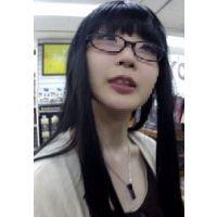 【逆さHERO】無理やり撮った胸チラもあるよ!かなりの長接写!黒髪の綺麗なお姉さん!