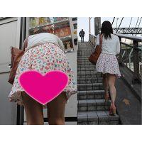 ナマ足ミニスカの私服JKの猛烈にエッチな階段登りをガン撮り