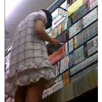 【美少女】読書に熱中!動かないチェックワンピちゃん