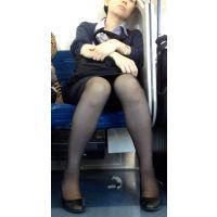 CA(キャビンアテンダント)風美女の電車通勤その2